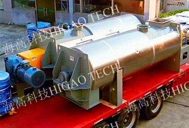 continuous mixer with liquid spray system